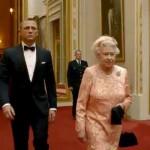 Daniel Craig como James Bond y La Reina Isabell II como ella misma