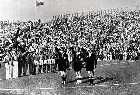 Saludo fascista al Duce Benito Mussolini en el Mundial de fútbol Italia 1934