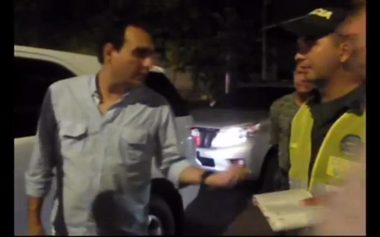 El entonces Senador de la República de Colombia Eduardo Merlano, explicando que a el no le pueden hacer pruebas de alcoholemia