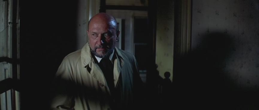 El siquiatra Sam Loomis interpretado por Donald Plesaence