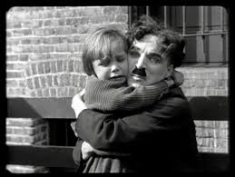 Charles Chaplin y Jackie Coogan en The Kid 1921