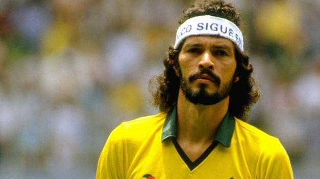 futbolista-brasileno-Socrates_TINIMA20111204_0044_5