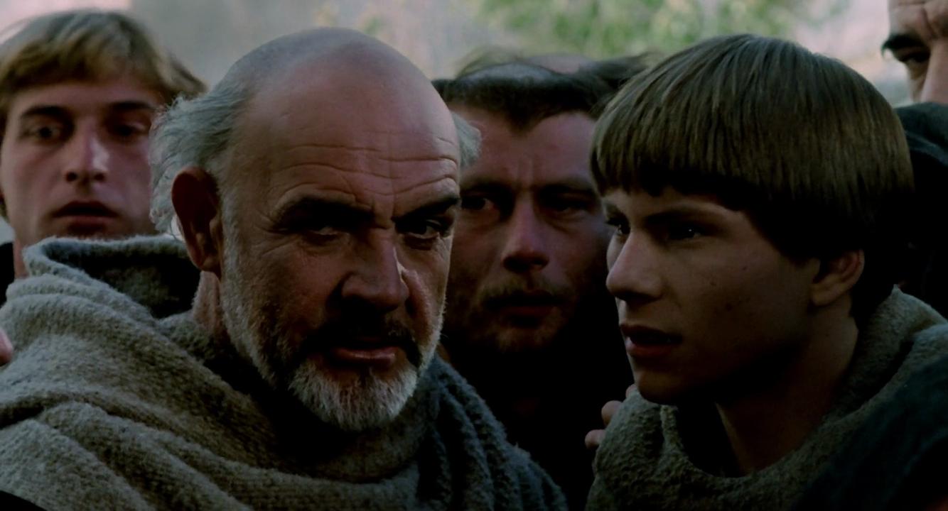 Sean Connery como Fray Guillermo de Baskerville y Christian Slater como el novicio Adso