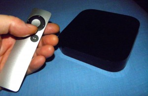 El Apple TV y su diminuto control remoto