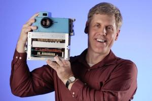 Sasson y la primera cámara digital (Cortesía Kodak)